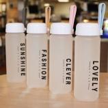 400ML时尚英文磨砂塑料杯学生便携提绳水杯子