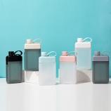 450ML亿本悦目时尚水壶方形小口直饮塑料杯(彩盒)